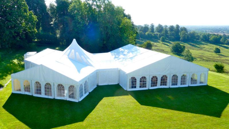 Evénements publics ou privés en plein air : installer une tente ou un chapiteau pour le public